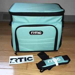 New with tags RTIC Aqua colored 28 can day cooler